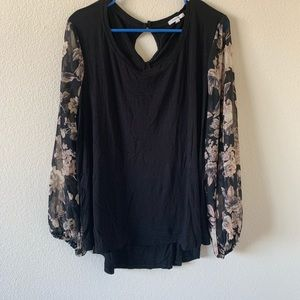 !!NEW!! LIKE NEW maurices Patterned Sleeved Blouse